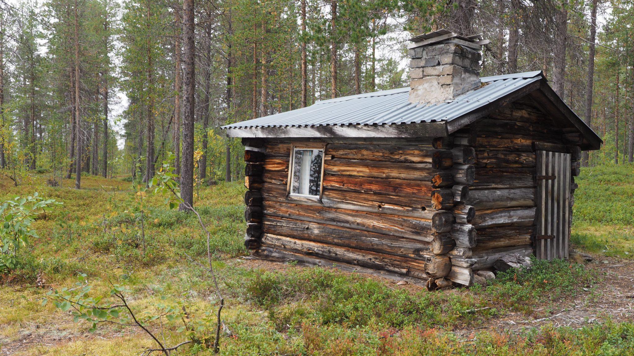 Bauen in Lappland - kleines, altes Haus in Schweden