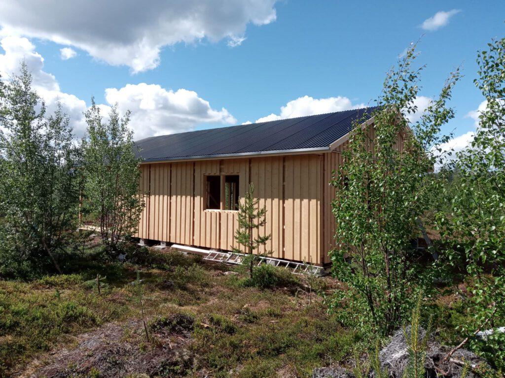 Bauen in Lappland - das Dach ist drauf
