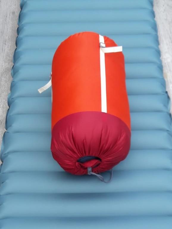 Schlafsack und Luftmatratze fürs Zelt
