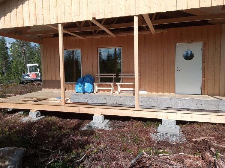 Bauen in Schweden: Endspurt am Lapplandhaus - Haus hat jetzt Türen und Fenster