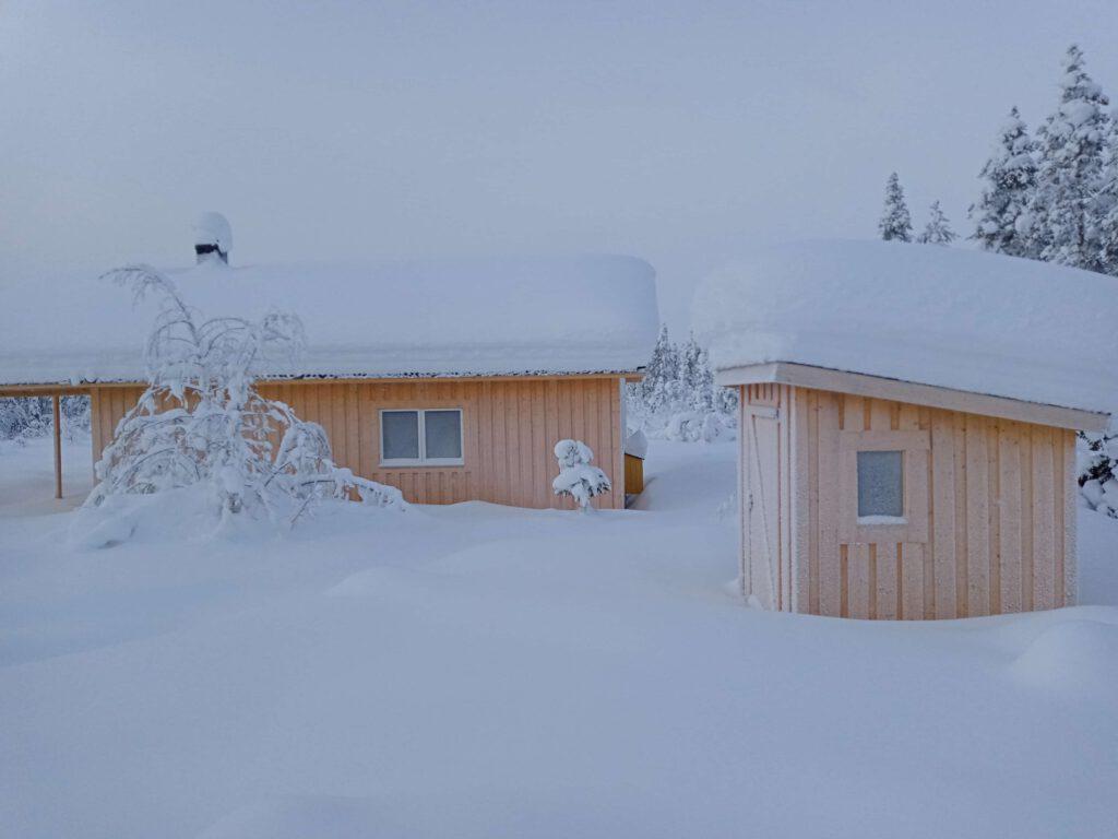 Verschneite Grüße das Haus im Schnee